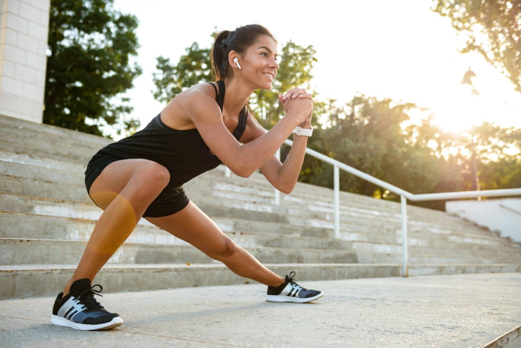 Mulher fazendo exercícios físicos