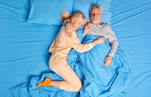 Como manejar seu sono durante a menopausa